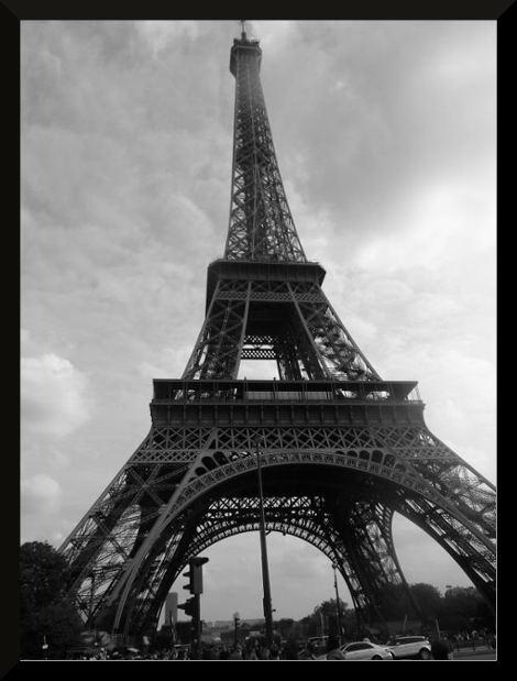 L'ecole publique Robert Doisneau d'Etrelles visite la Tour Eiffel en voyage scolaire à Paris
